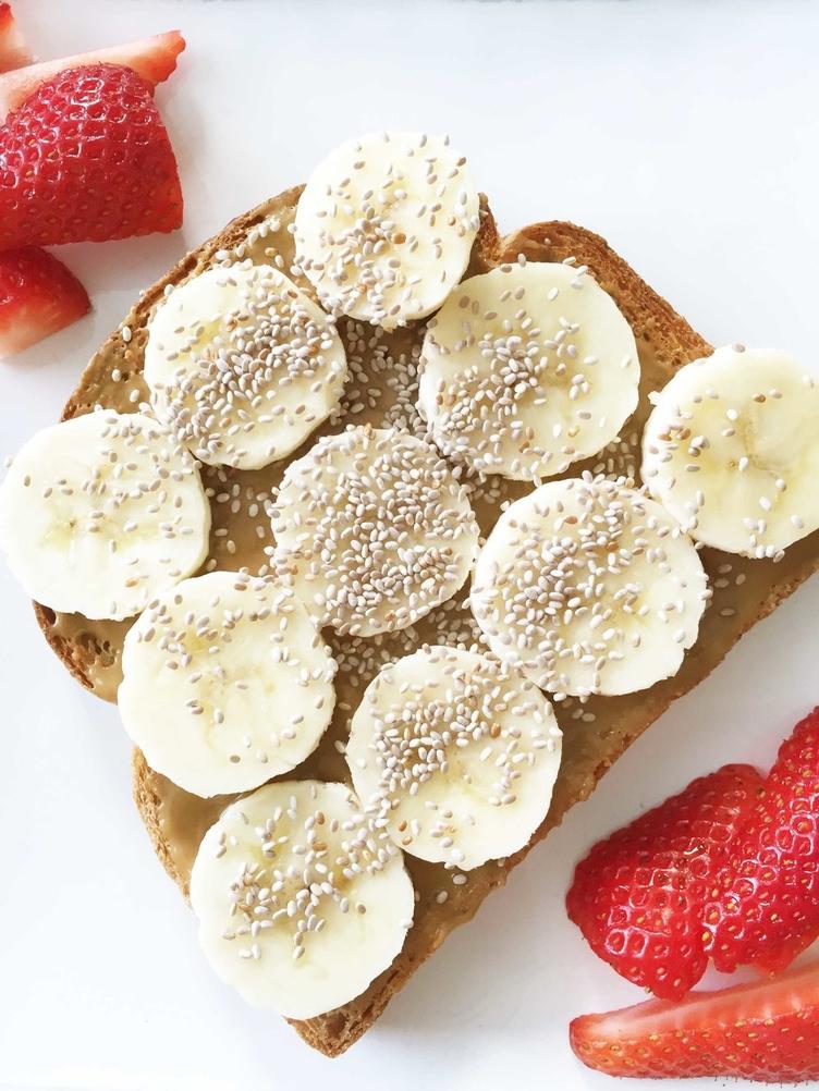 Banana and peanut butter toast: healthy breakfast ideas